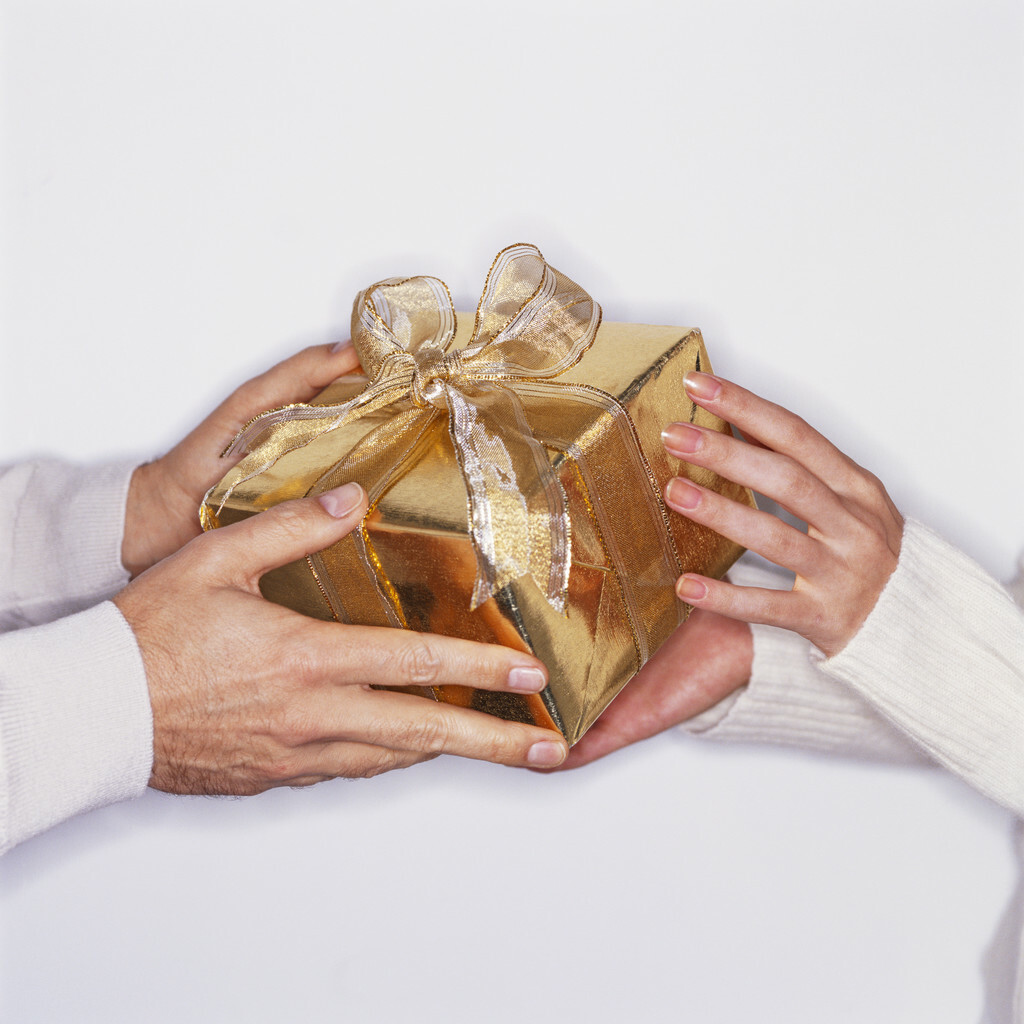 Holiday gift giving and tipping clise etiquette holiday gift giving and tipping negle Images